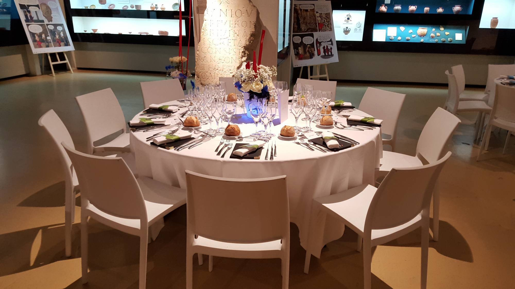Table Ronde 8 Personnes O 150m Carcat Location